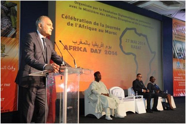 """Il Ministro degli affari Esteri e della Cooperazione, Sig. Salaheddine Mezouar durante la Giornata Mondiale dell'Africa nel Regno del Marocco, celebrata il 27 maggio di quest'anno con il tema """" Africani di qui e d'altrove"""