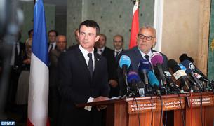 Il capo del Governo Abdelilah Benkirane e il primo ministro francese, Manuel Valls durante la conferenza stampa
