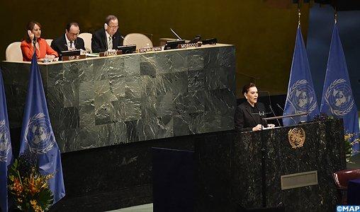 SM le Roi adresse un discours à la cérémonie de signature de l'Accord de Paris sur les changements climatiques