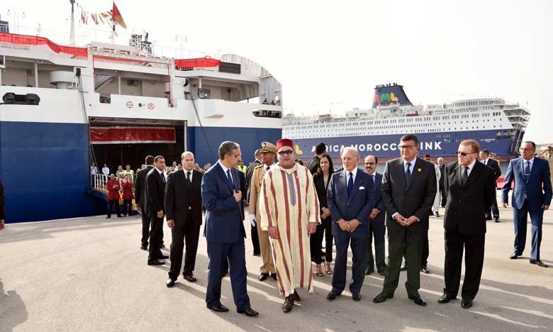 """Tangeri, 29/06/2016 - Tangeri - SM il Re Mohammed VI ha visitato, mercoledì, il porto di Tangeri Med dove ha avuto modo di soffermarsi sulle misure adottate dalla Fondazione Mohammed V per la solidarietà e dai suoi partner per il rafforzamento del dispositivo d'accoglienza dei Marocchini residenti all'estero (MRE), come parte dell'operazione """"Marhaba 2016"""""""