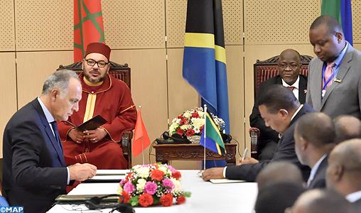 sm-le-roi-president-tanzanien-signature-conventions-marocco