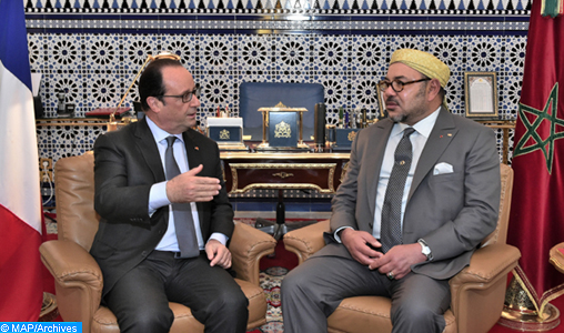 SM le Roi s'entretient avec le Président français SEM. François Hollande