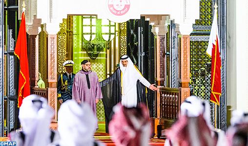 LEmir-du-Qatar-offre-cérémonie-daccueil-officielle-lhonneur-de-SM-le-Roi-M
