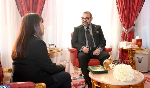 SM-le-Roi-reçoit-Amina-Bouayach-M
